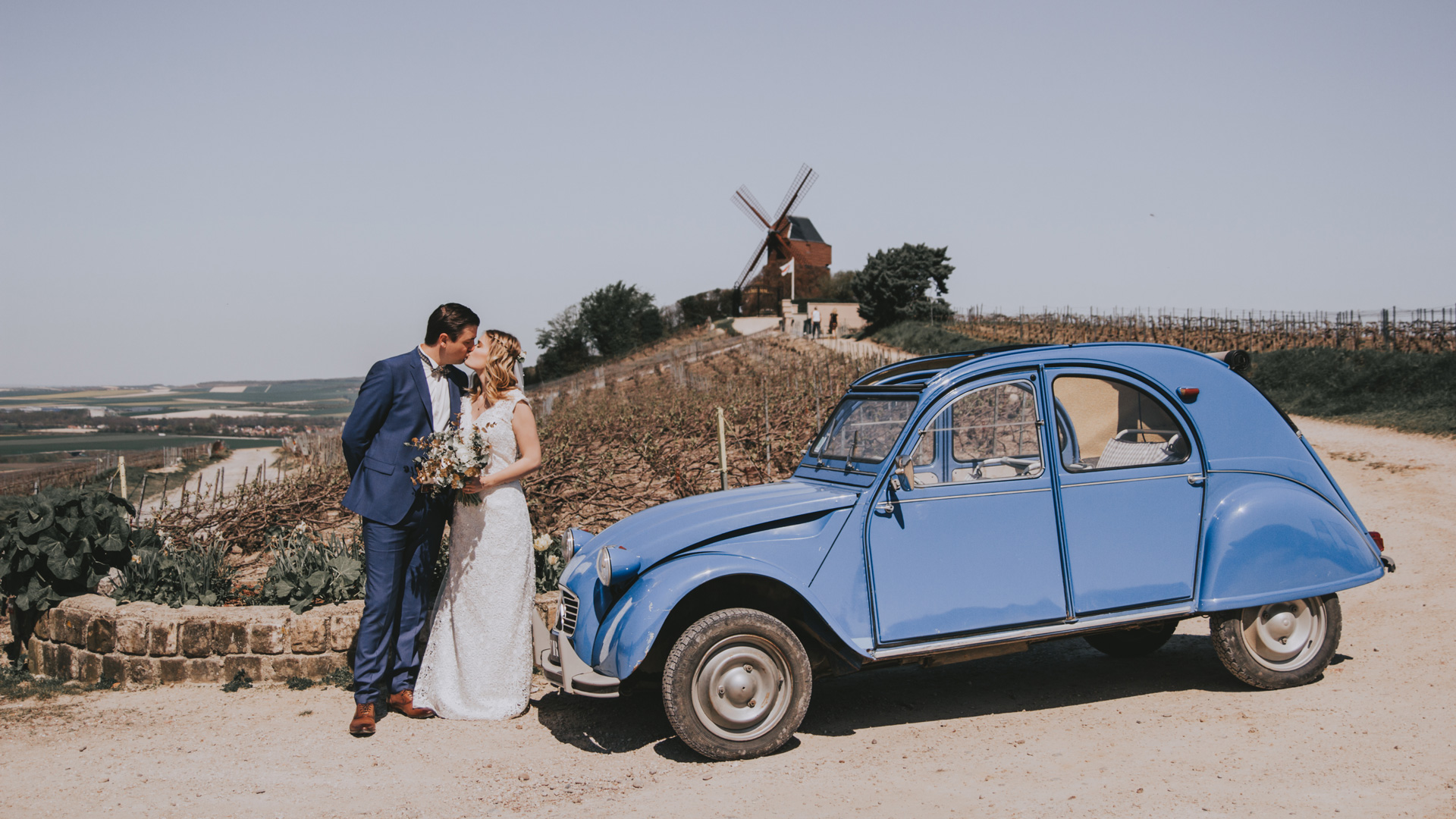 Mariés paysage 2CV voiture Perfect Moment by A Wedding planner Reims