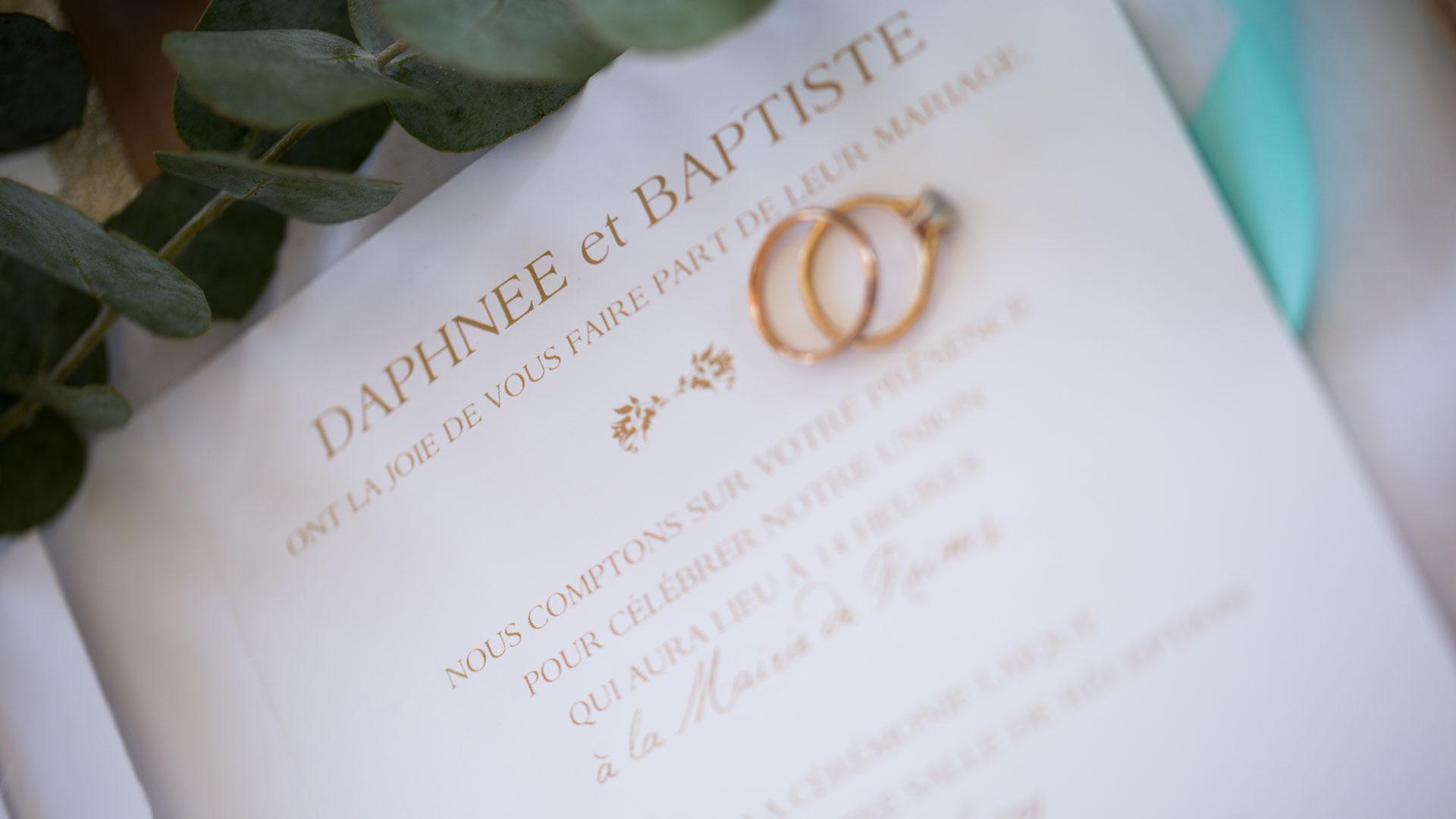 Faire-part romantique de mariage avec les deux alliances.Perfect Moment by A Wedding planner Reims