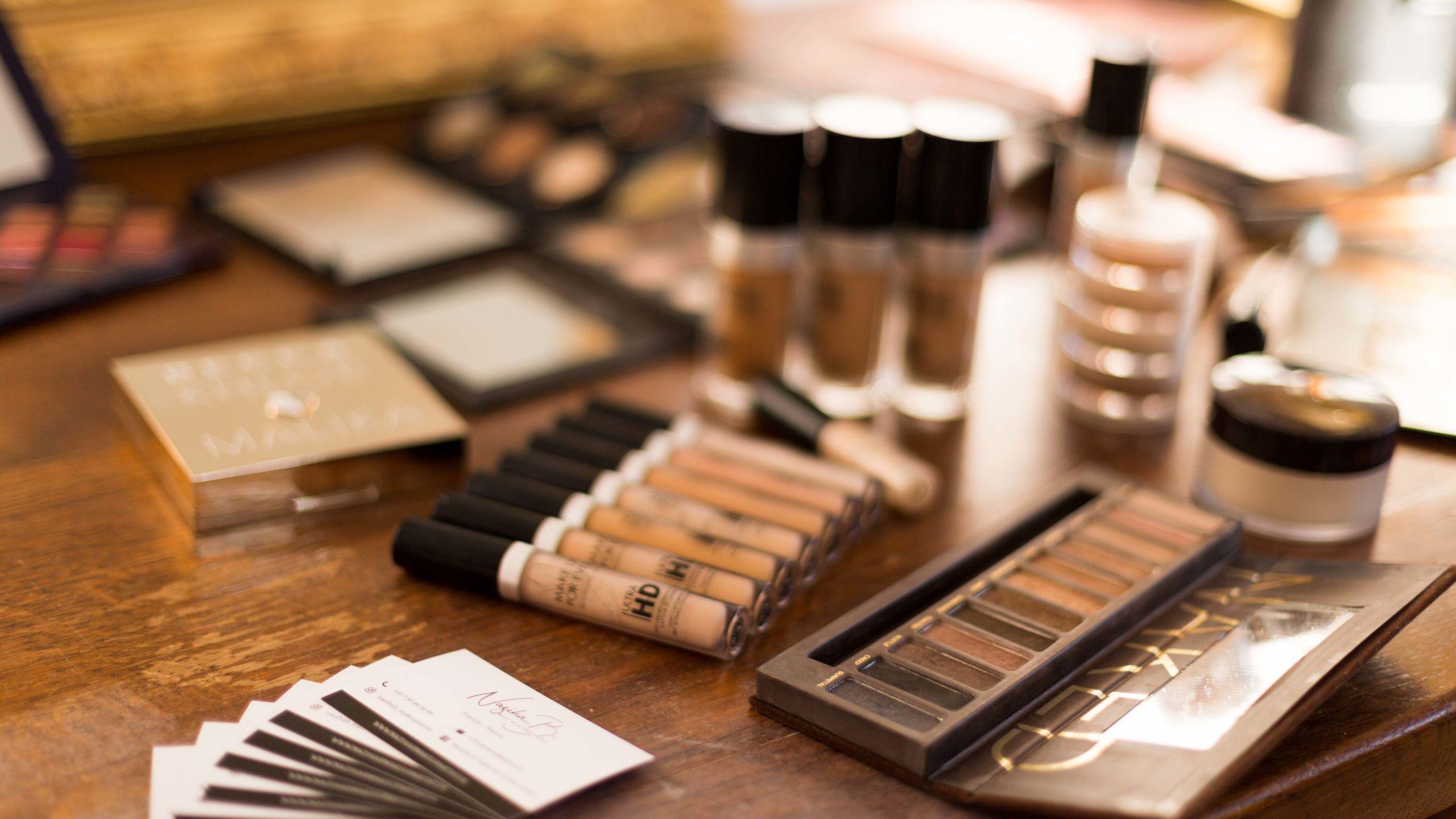 Plusieurs accessoires et palettes à maquillage - Wedding Planner Reims - Perfect Moment by A